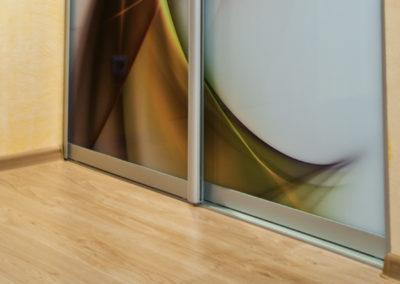 stiklas-su-grafika (1)
