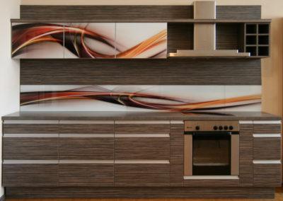 virtuve-su-stiklo-grafika-1-1