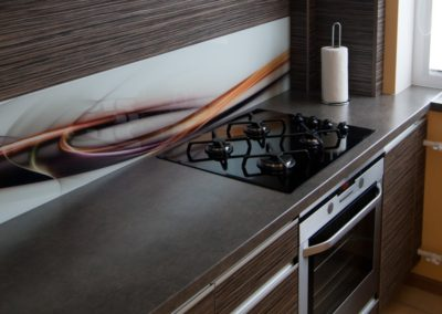 virtuve-su-stiklo-grafika-7