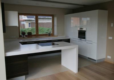 virtuves-baldai-baltas-akmuo (1)